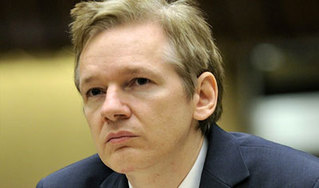 julian_assange-middle