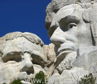 mount-rushmore-national-monument-55481_640