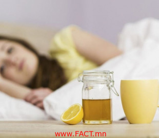 olloo_mn_1513744219_750-1509593862sick-woman-in-bed-with-mug-of-lemon-and-honey